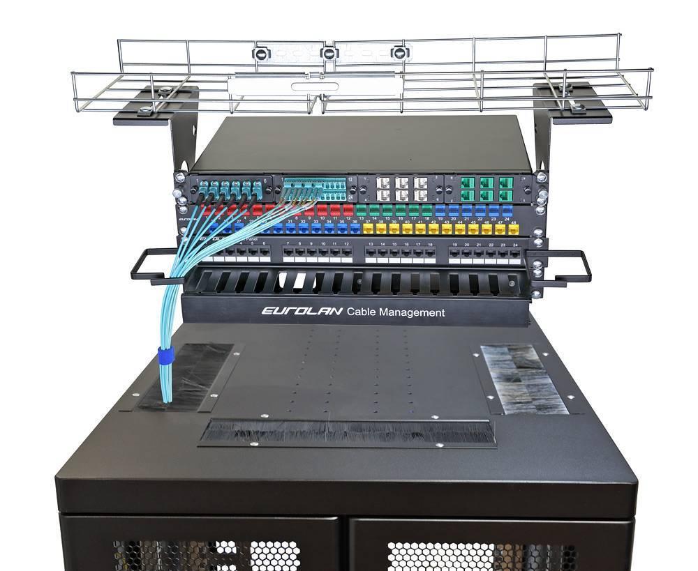 Шкаф телекоммуникационный напольный 19 дюймов Eurolan 60F-33-68-34BL
